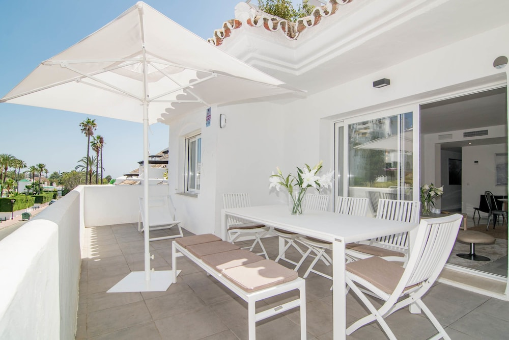 IVY- Fantastic 3 bedroom apt with private garden