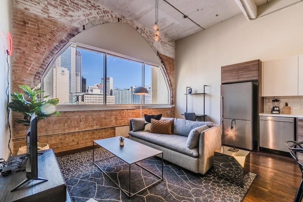 Visit Dallas From a Spacious 1-bedroom Loft!