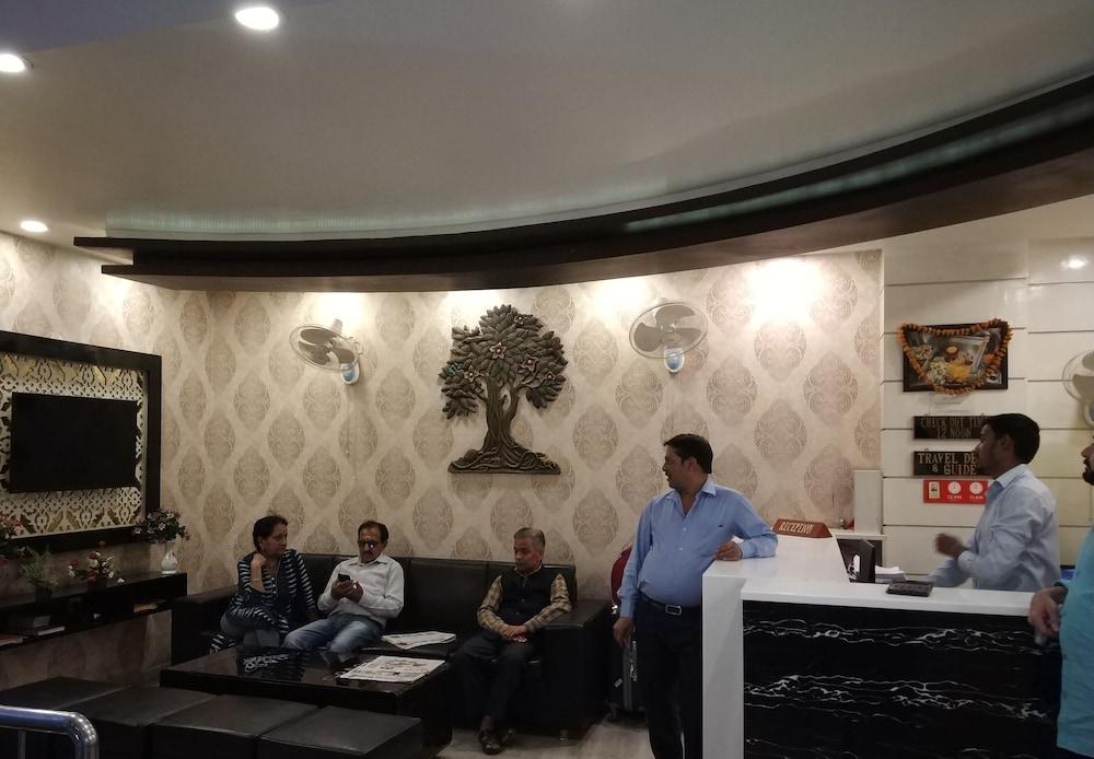 Hotel Aadesh Palace