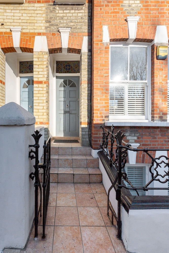 Welcoming 3 bed Apartment with Terrace