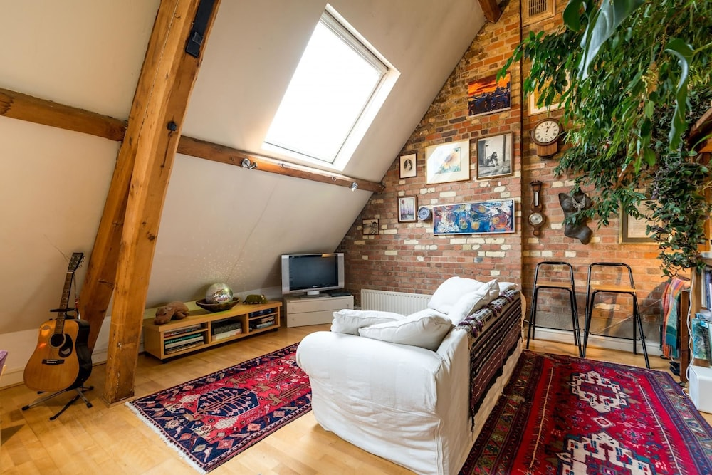 NEW Superb 3 Bedroom Flat Close to City of London!