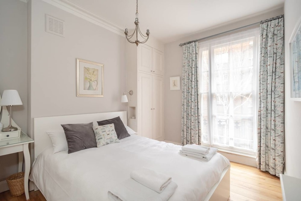 Cosy 1 bed Home by the Thames in Pimlico, Fits 4!