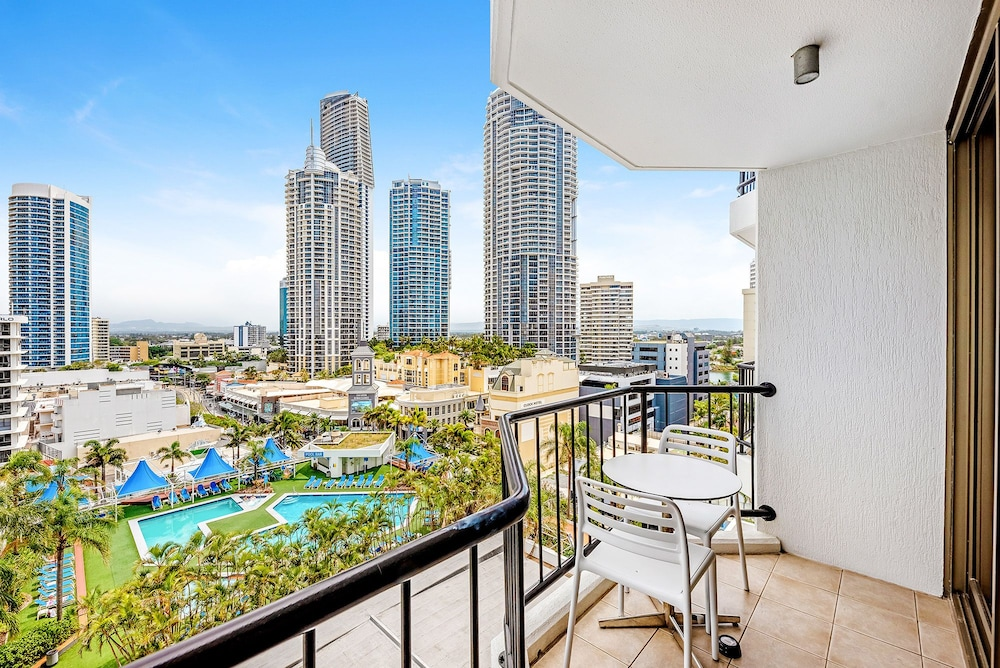 Private apartment in the Heart of Surfers Paradise