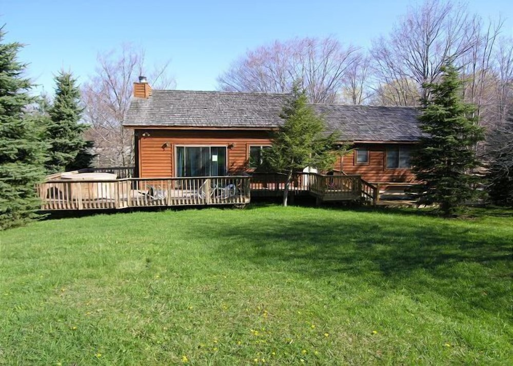Winterberry Lodge - Three-Bedroom House