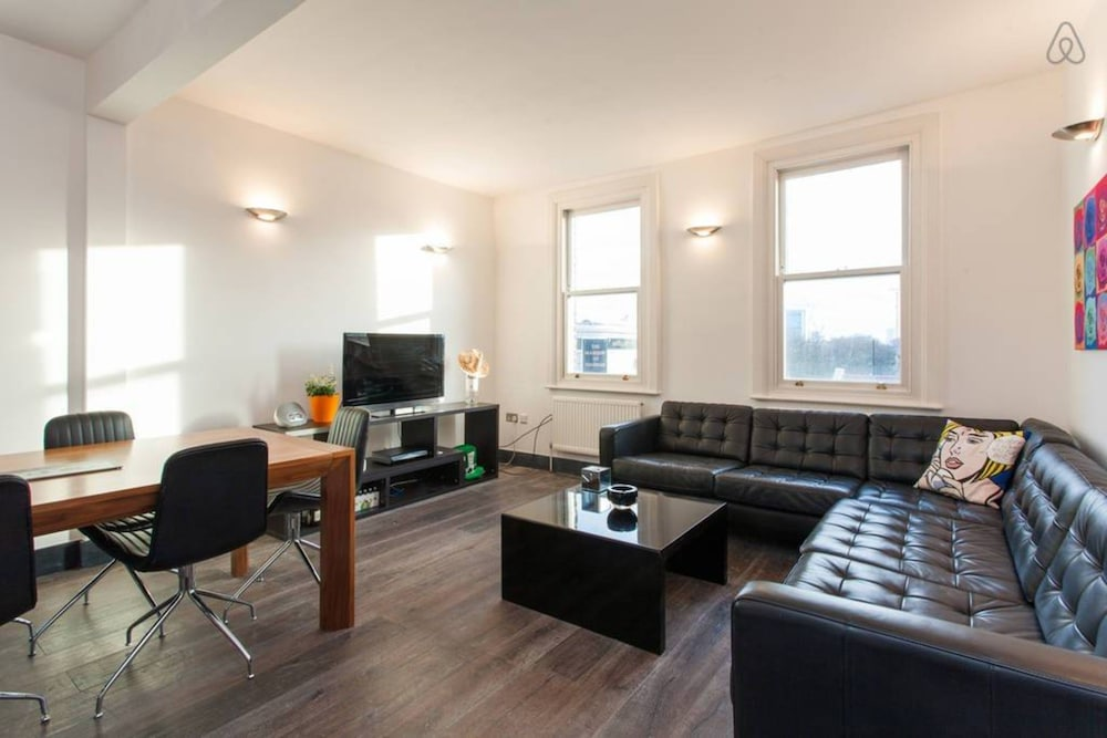 Spacious and Contemporary 3 Bedroom House
