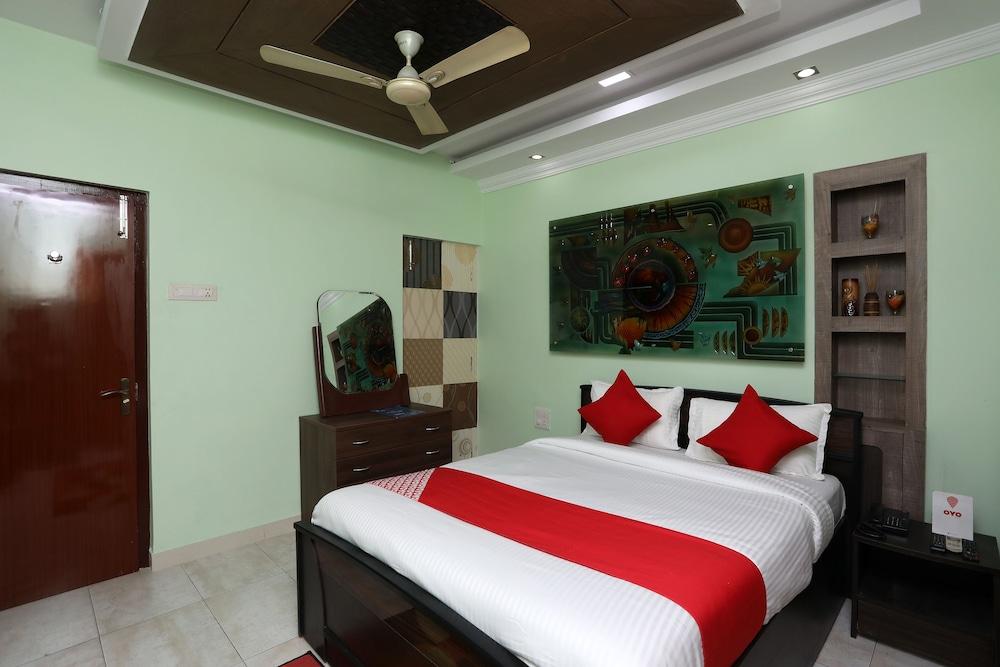 OYO 23632 Mayfair Residency