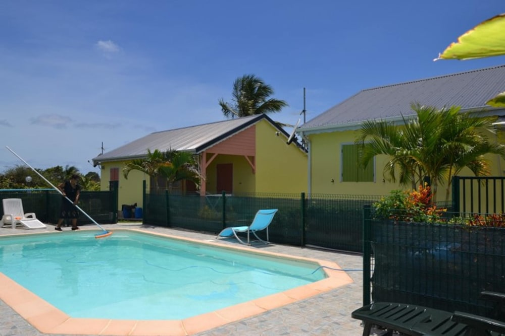 House With 2 Bedrooms in Saint-françois, With Pool Access, Enclosed Ga