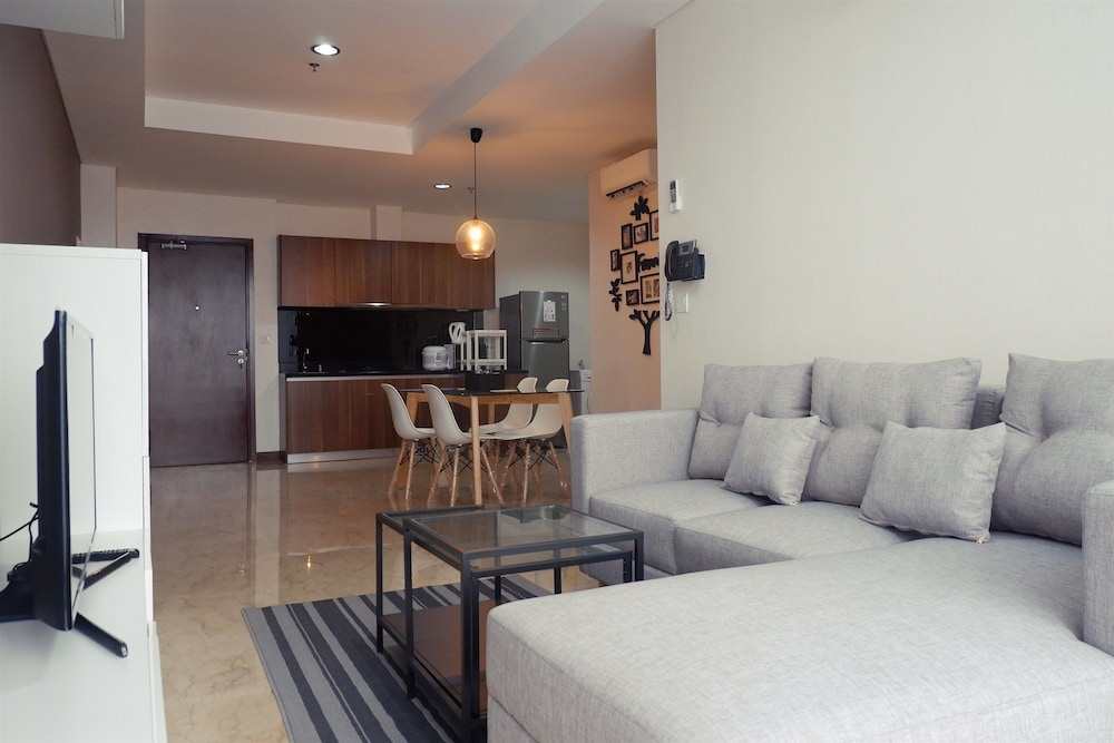 Deluxe 2BR L'Avenue Apartment for 4 Pax