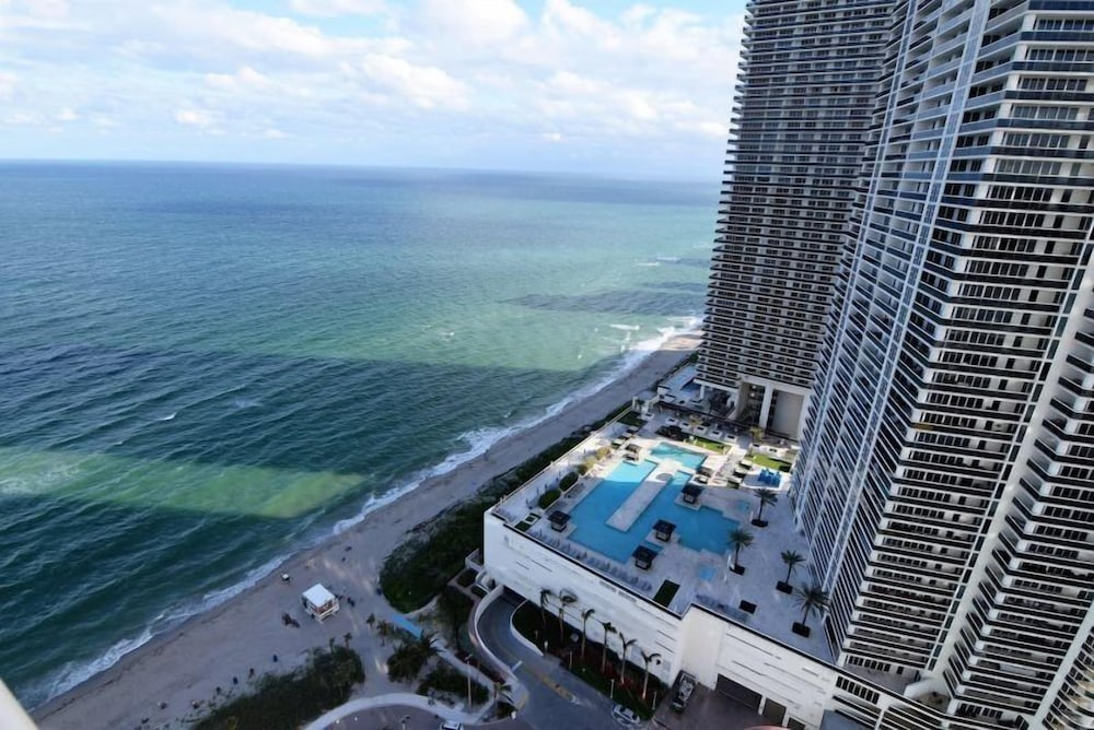 Oceanfront & Bay View 2 Bed 2 Bath @ Hyde Beach Resort