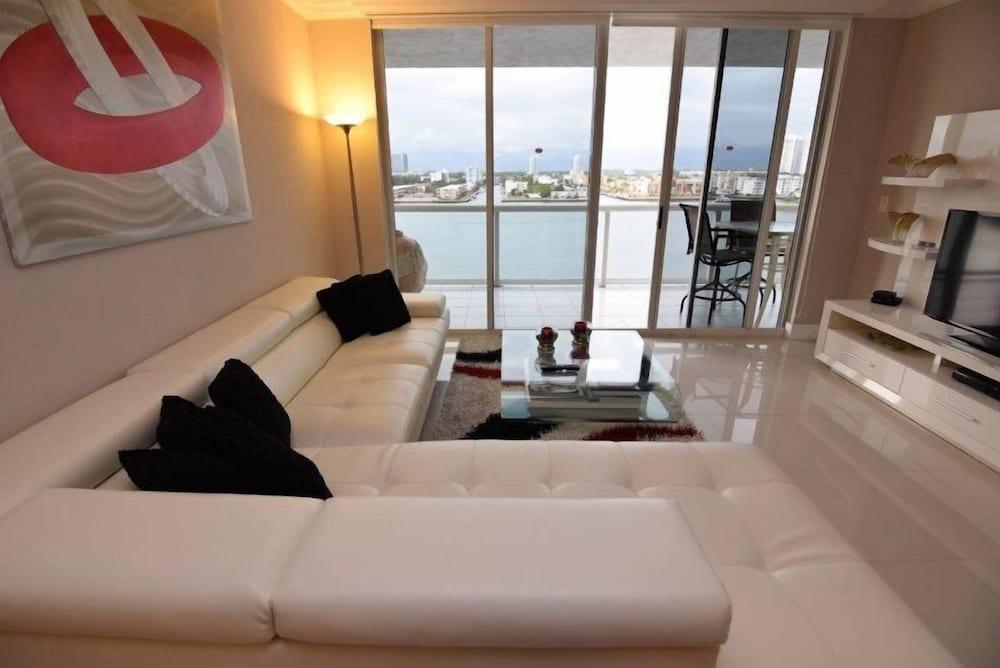 Spectacular Bay View 2 Bed 2 Bath @ Golden Bay Sunny Isles Beach
