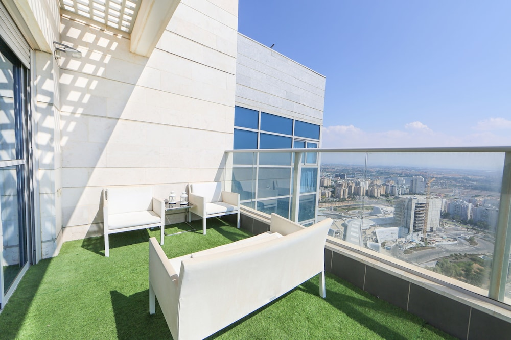 Seaview Oasis Luxurious penthouse