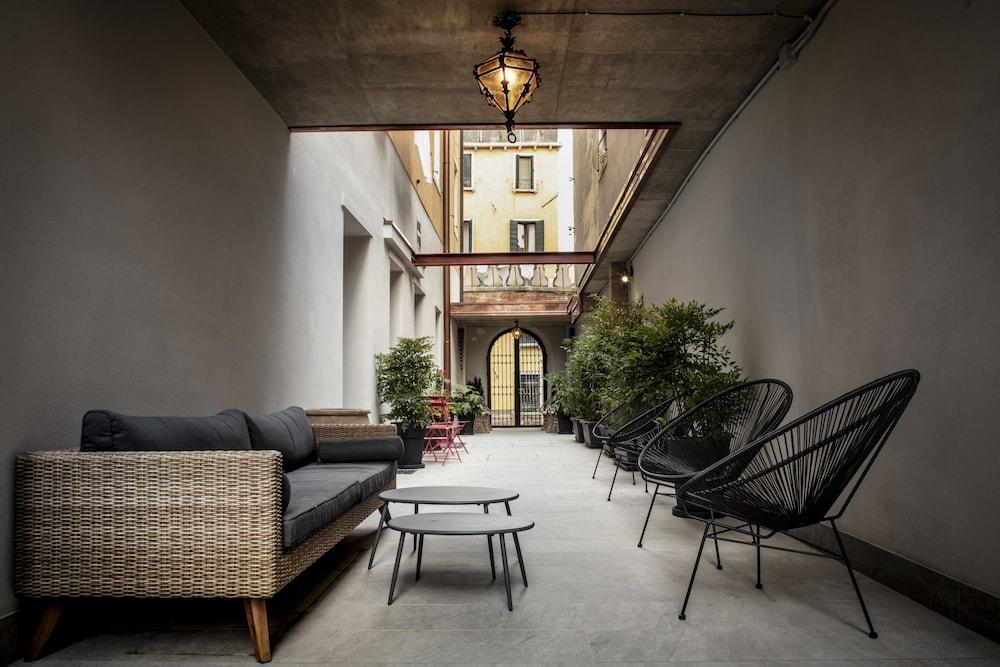 Aqua Apartments