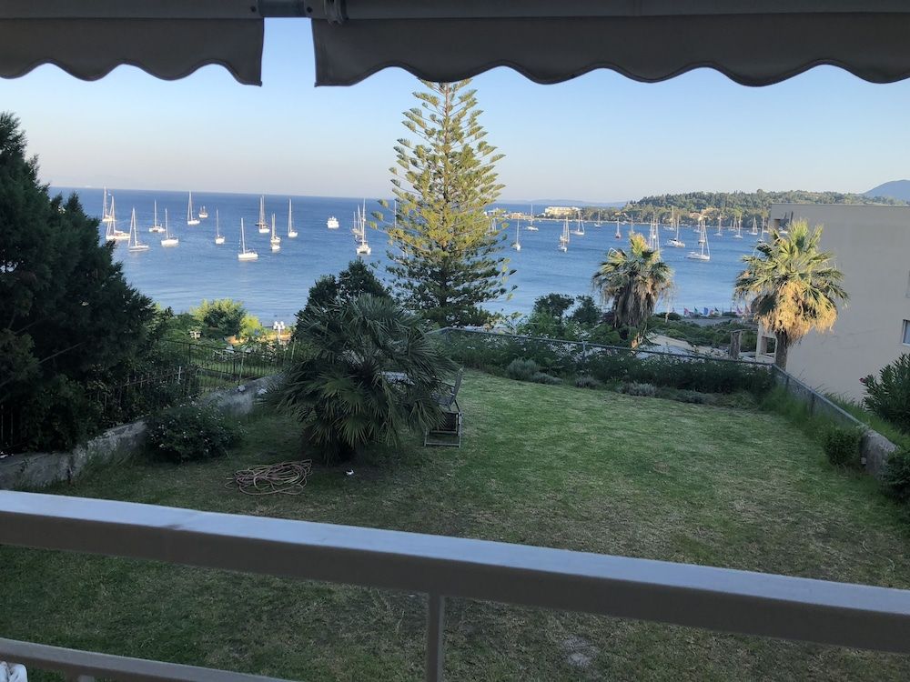 Luxury Apartment Sea View Garden Parking