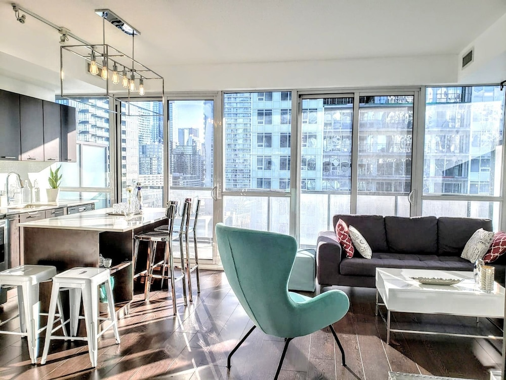 Brand New Cozy Downtown Toronto Suite