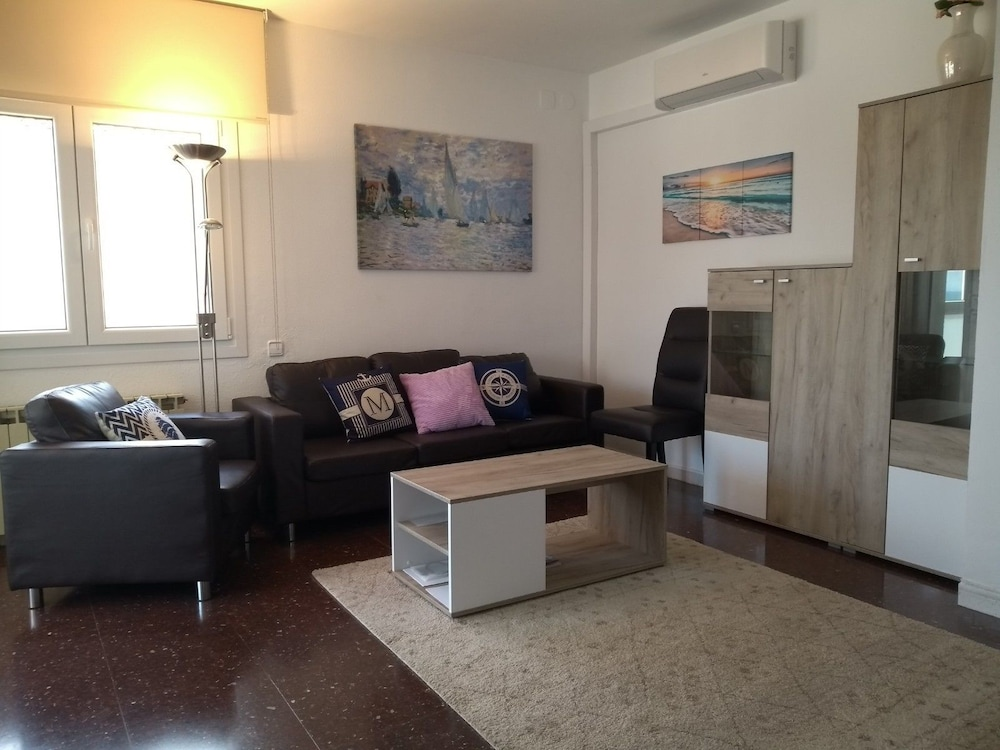Bright & Comfortable House 20 min to Barcelona