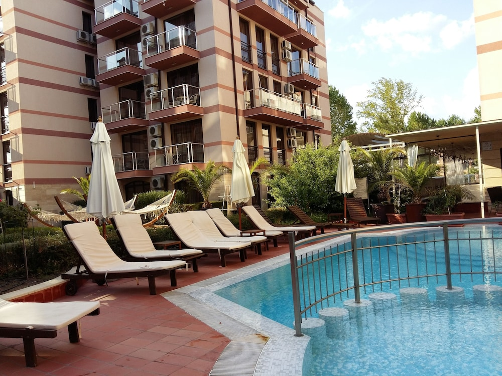 Menada Apartments in Tarsis Nova Complex