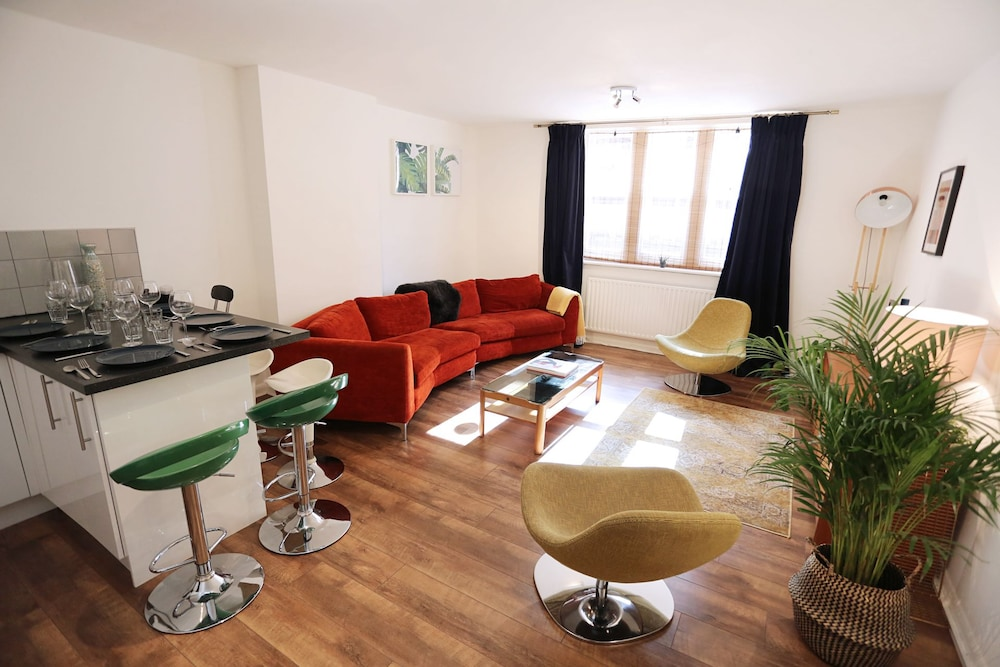 3 beds/2baths Oxford Circus
