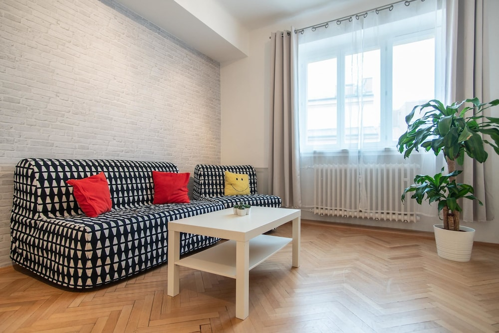 Charming Vinohrady Apartment for 5 People by easyBNB