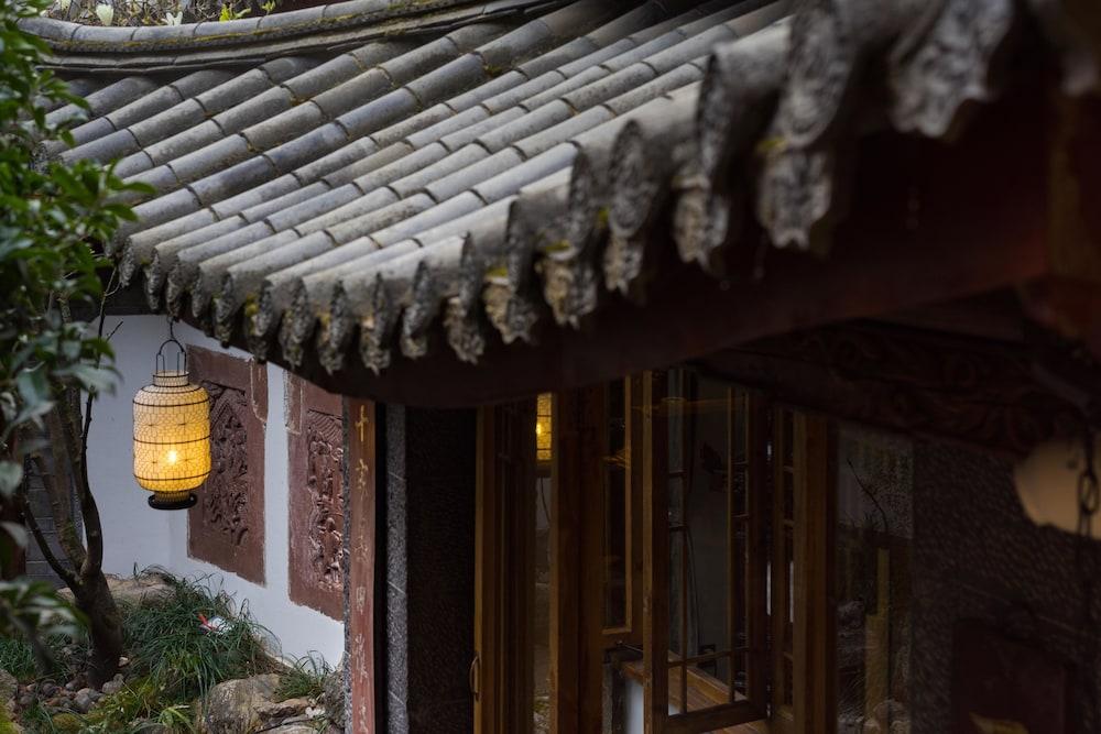 Lijiang Runjing Wenchanggong Hotel (Previous Lijiang Zen Garden Hotel-