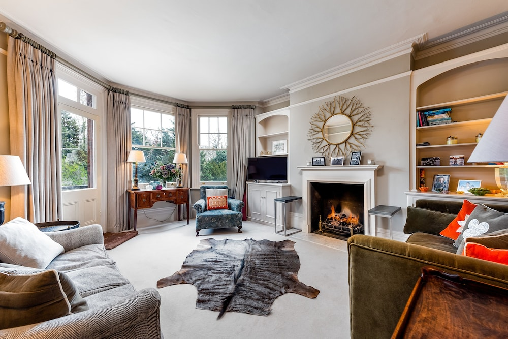 Classic Battersea Park Home next to River Thames