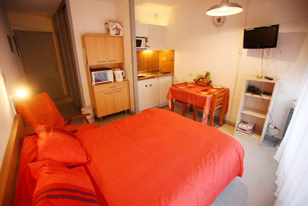 Studio in Dax, With Wonderful City View, Furnished Balcony and Wifi -