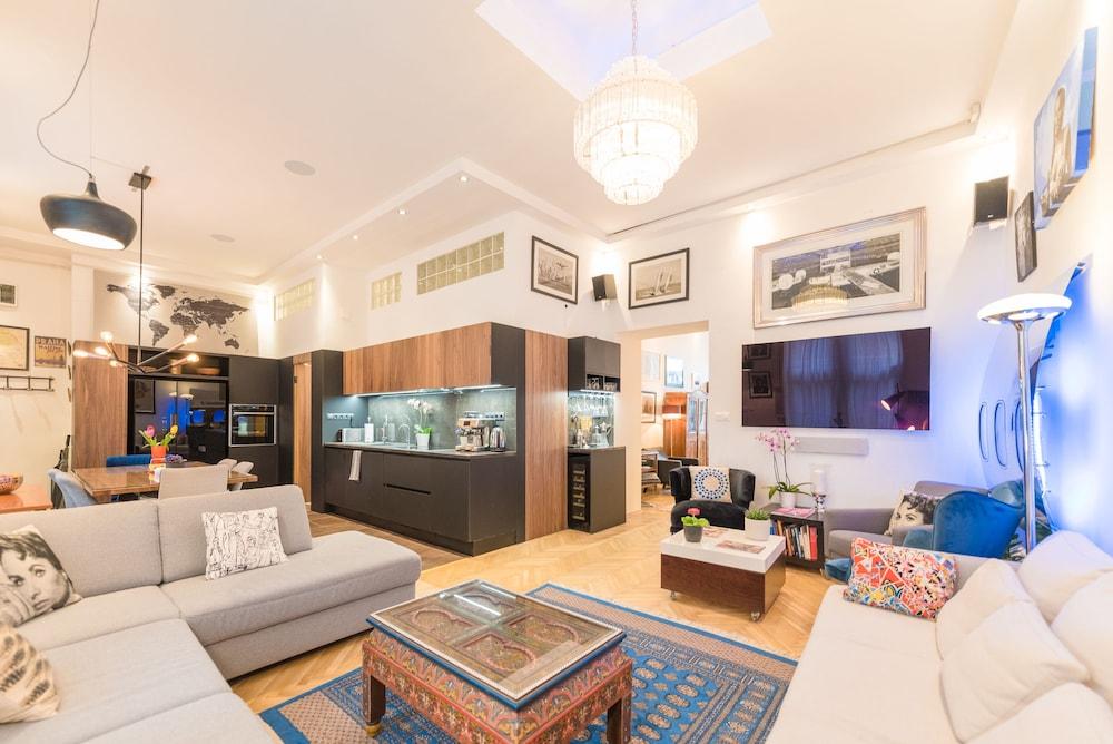 Oasis Apartments - Castle District I