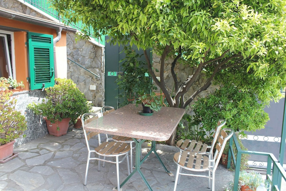 Apartment With 2 Bedrooms in Levanto, With Wonderful sea View and Furn