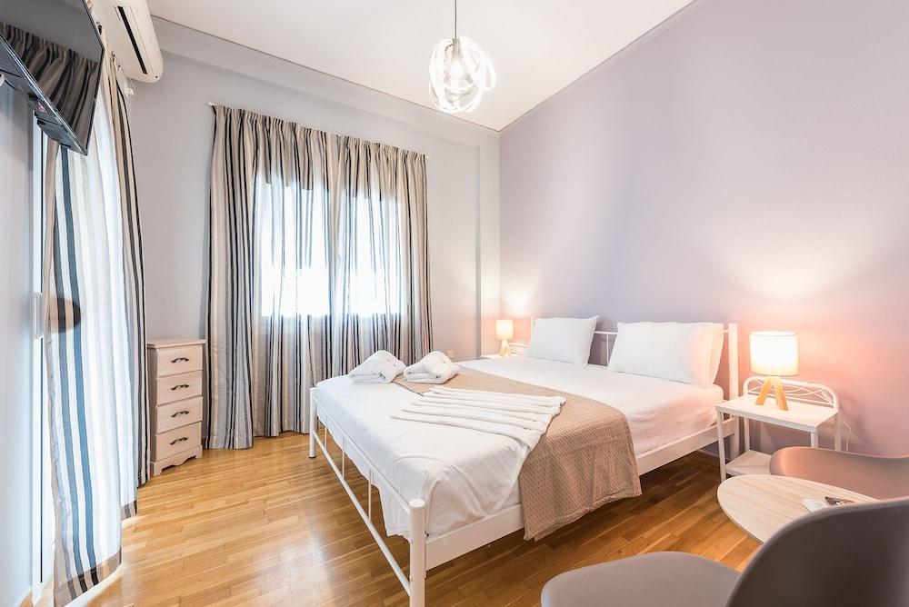 Urban Acropolis Apartment