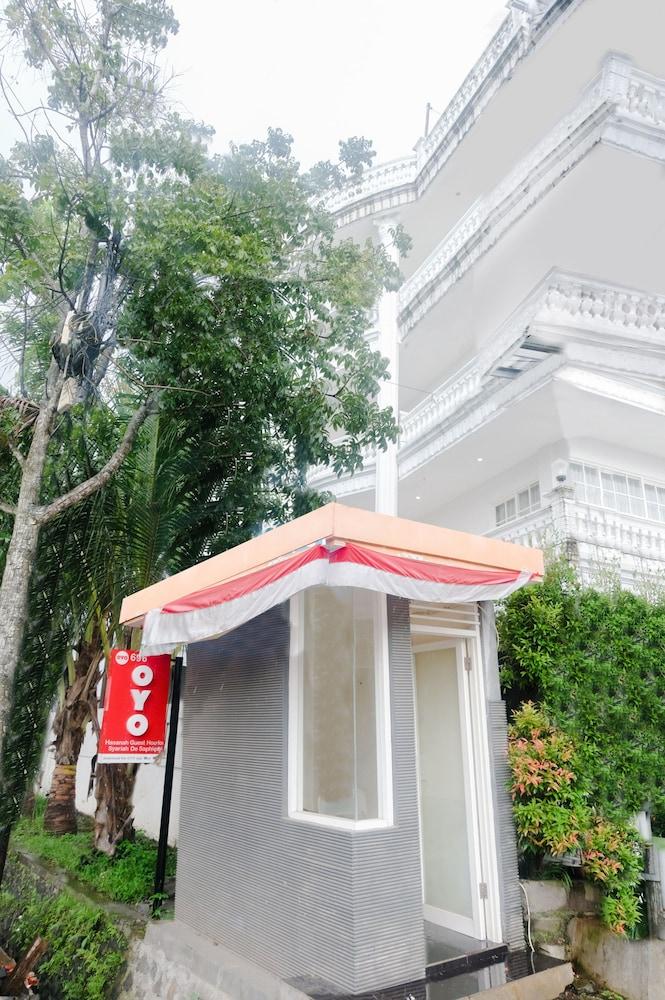 Oyo 696 Hasanah Guest House De Saphire Oyo 696 Hasanah Guest House De Saphire Kota Malang Price Address Reviews