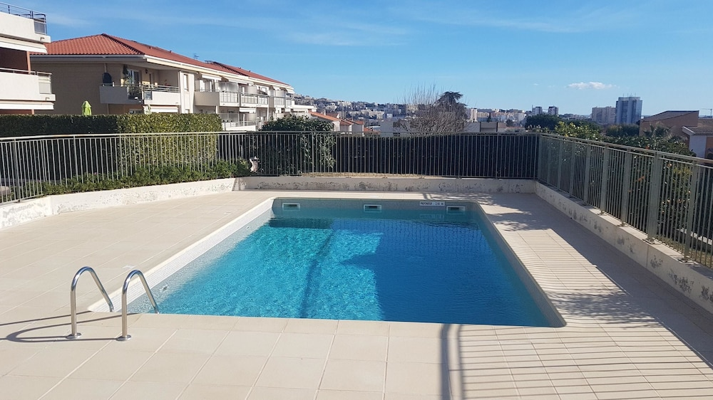 Apartment With one Bedroom in Saint-laurent-du-var, With Wonderful sea