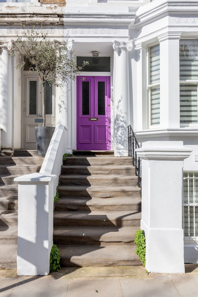 Stylish 2bed 2bath in Notting Hill