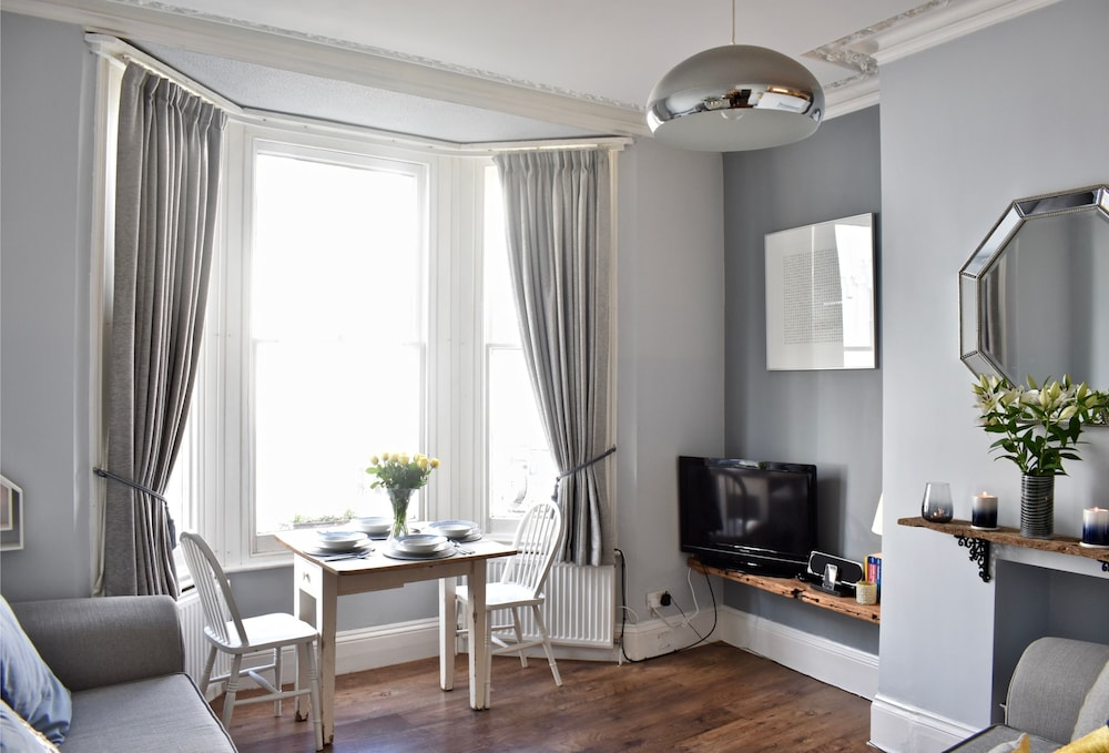 Cozy 1 Bedroom Home Near Central Brighton