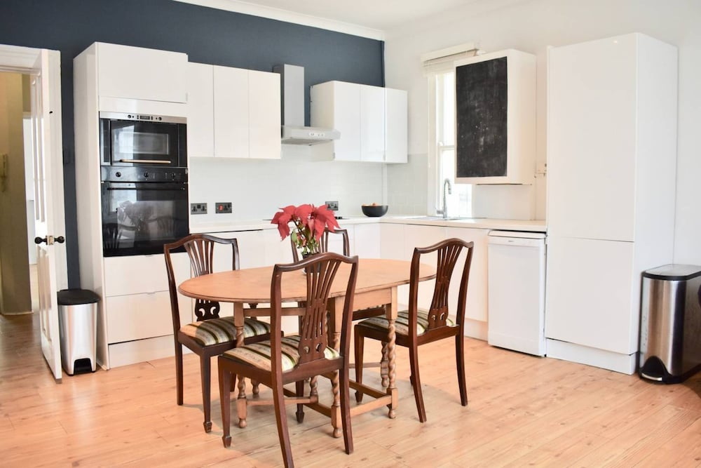 Central 2 Bedroom Brighton Flat Near Seven Dials