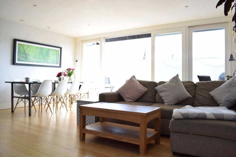 Stunning 2 Bedroom House in Chiswick