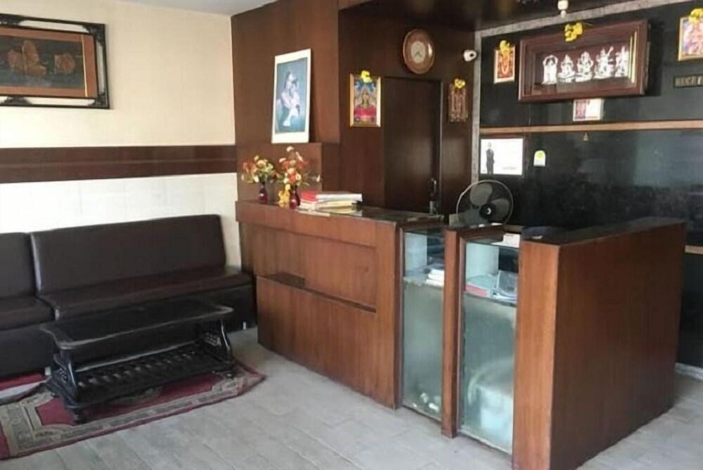 Iroomz Amrutha Residency