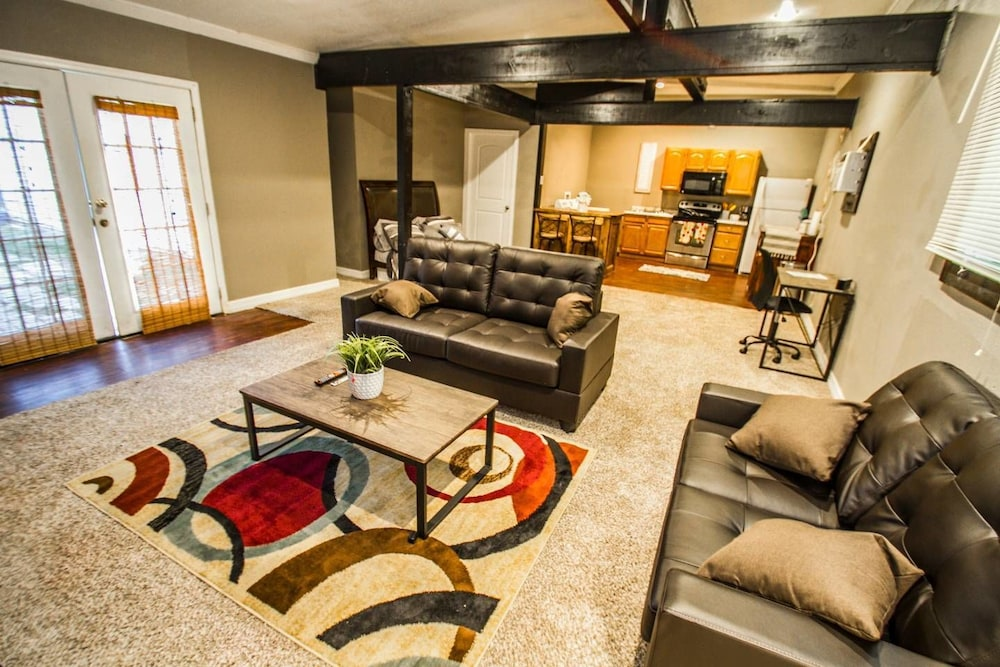 Florida St #B Near Downtown With all Amenities