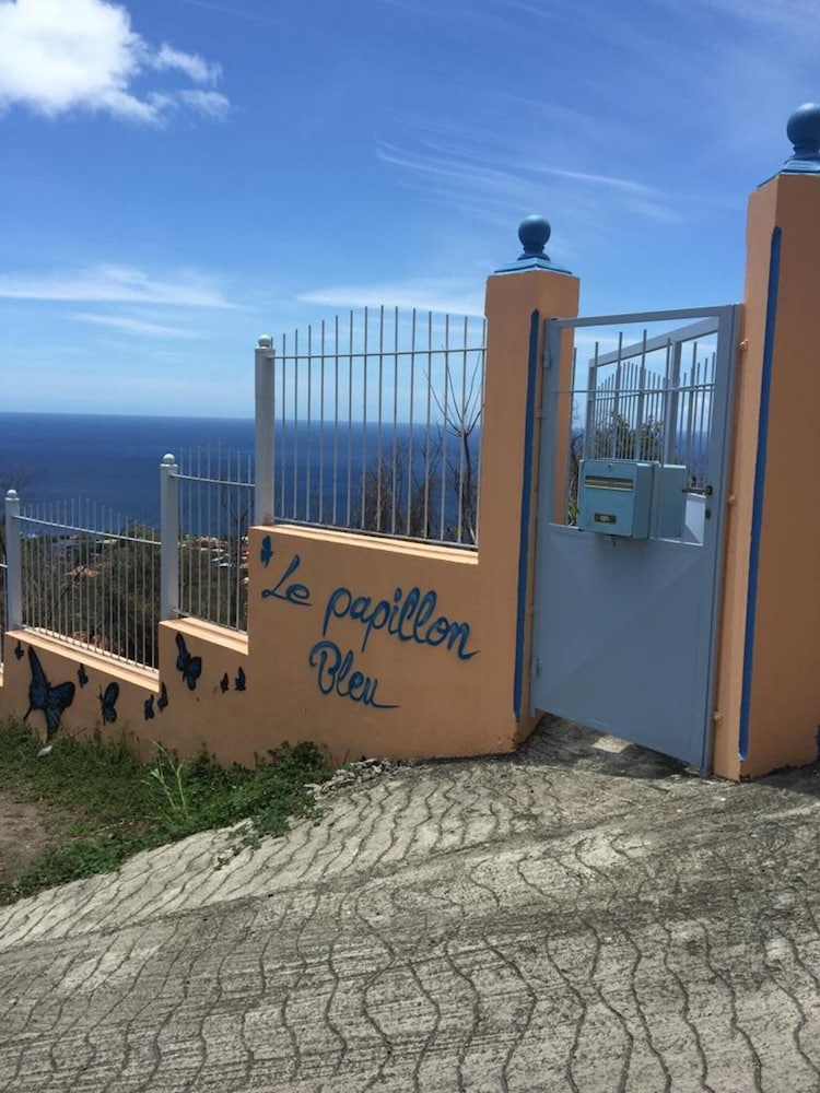 Apartment With one Bedroom in Bouillante, With Wonderful sea View, Fur
