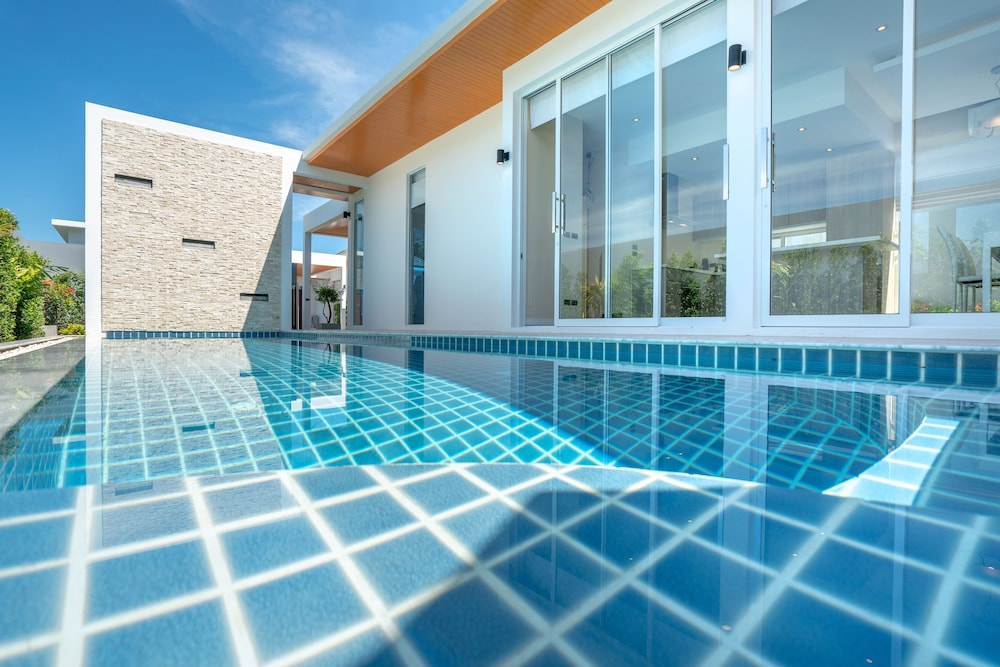 Signature Villa by Rents In Phuket
