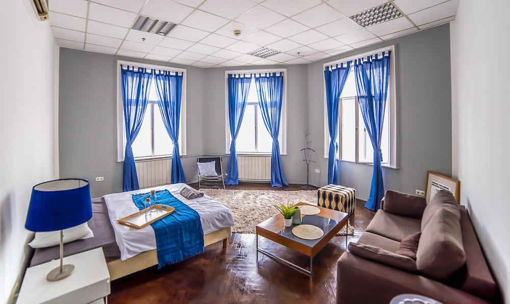 2B Hostel & Rooms