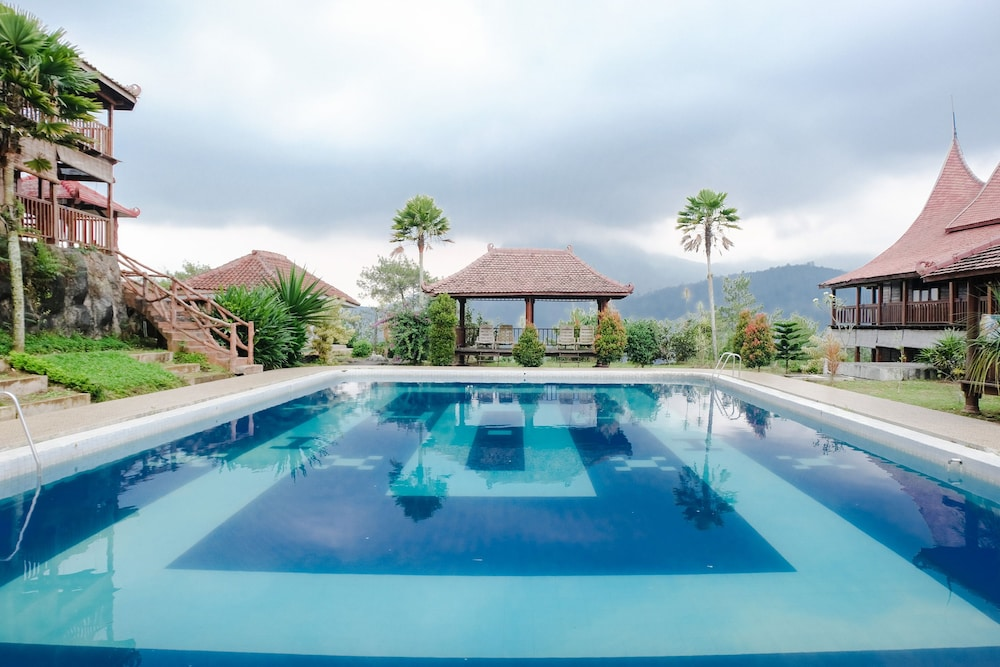 Capital O 892 Grand Pujon View Hotel And Resort Malang Price Address Reviews