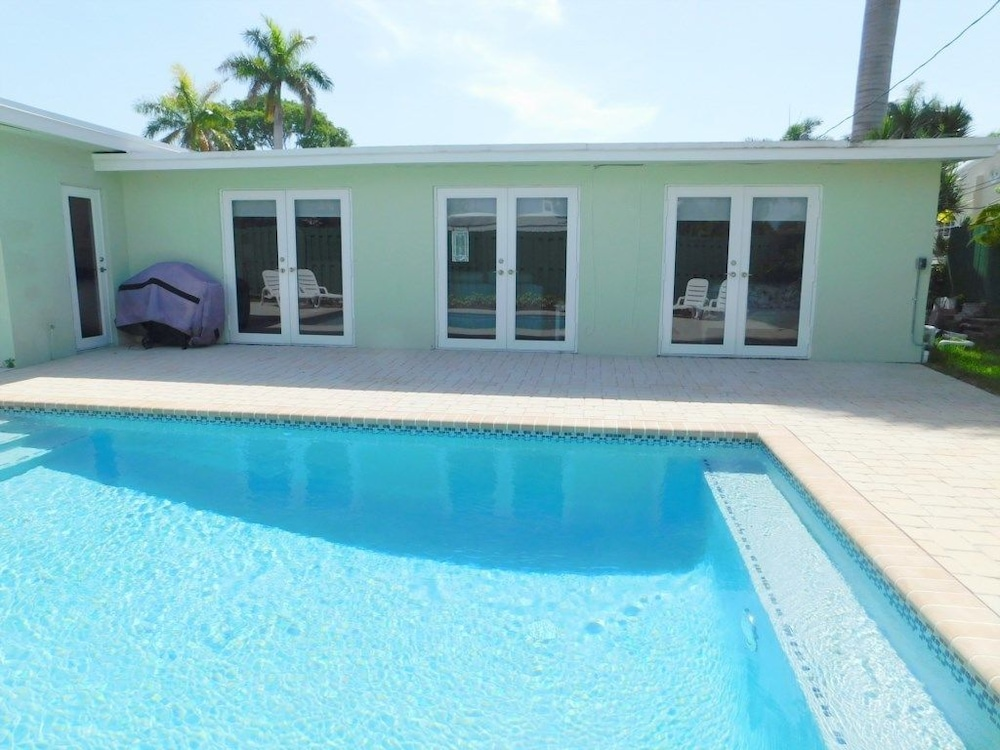 Casa Bella 5/4 for 12, Heated Pool Near Beach
