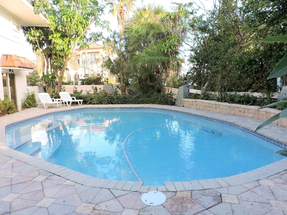 Change to: Private Beach 4/4.5 for 10 Heated Pool