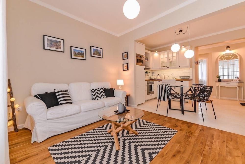 FM Luxury 2-BDR Apartment - Ccoellie