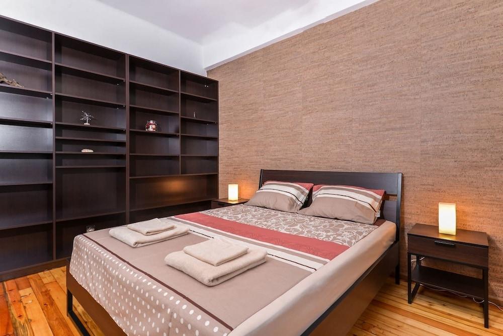 FM Deluxe 2-BDR Apartment - The Balkan