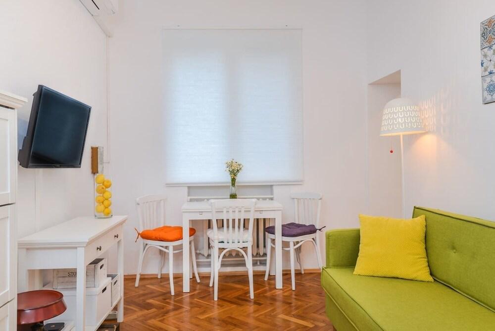 FM Premium 1-BDR Apartment - Charming Home