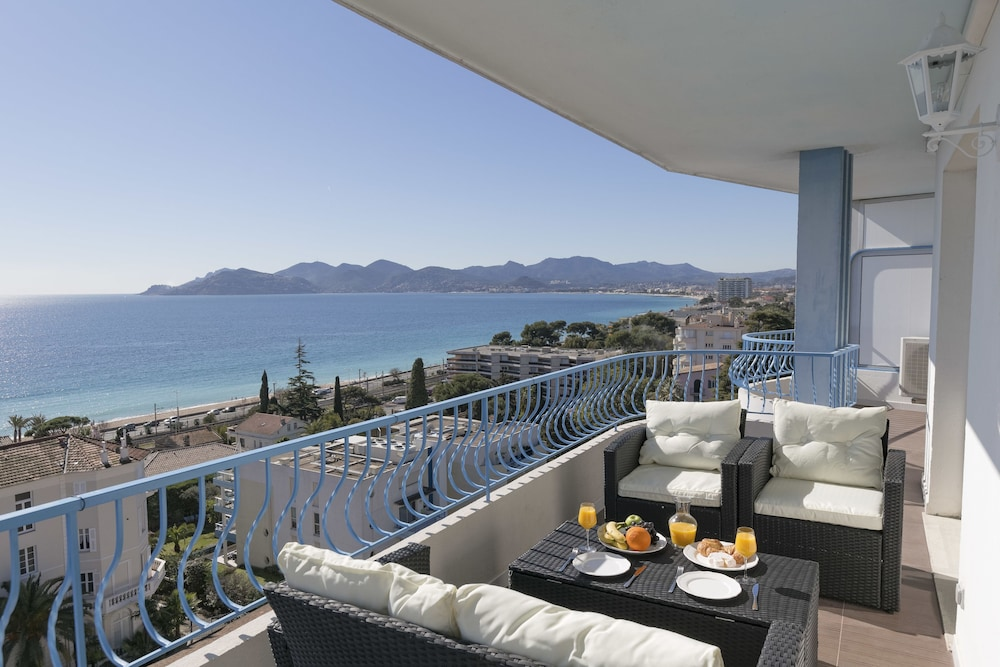 Western Cannes - Panoramic View