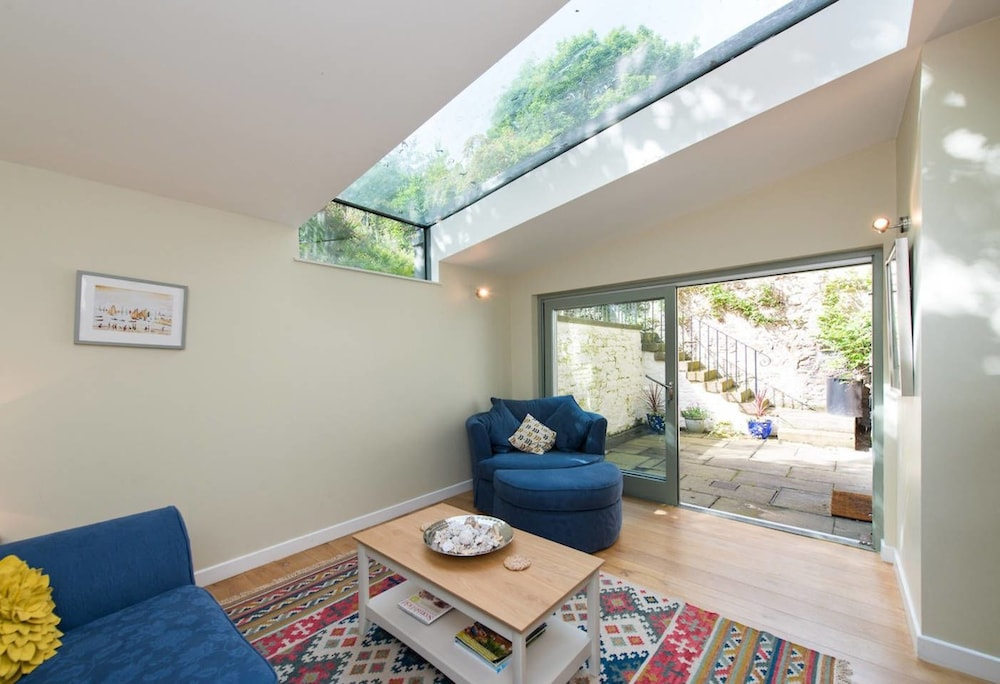 Abercromby Place Apartment: City Centre Retreat w/ Private Garden