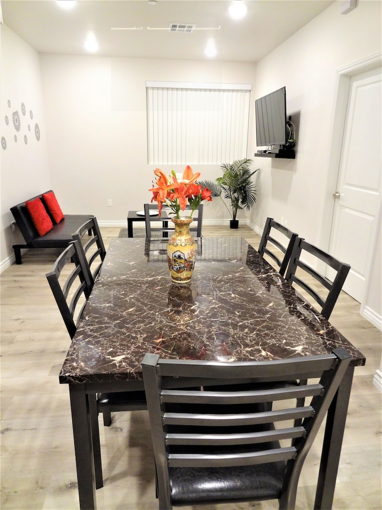 Fully Furnished Apts In Reseda