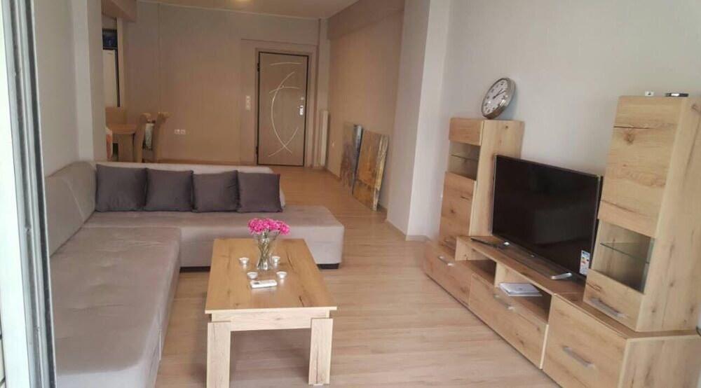 Spacious Apartment at Paleo Faliro