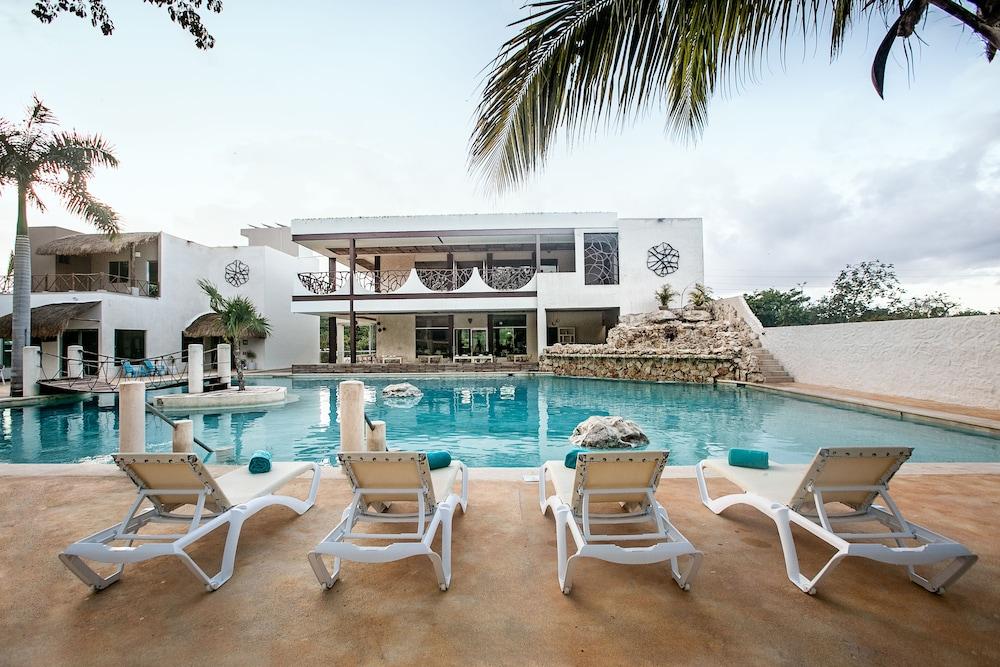 Casa Kaoba Hotel & Suites